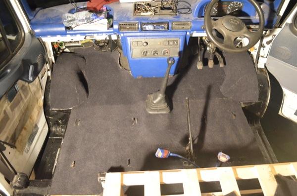 laying-van-carpet