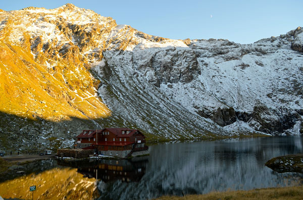 This chalet is open all year round. There is accessible by cable car when the road is closed during winter