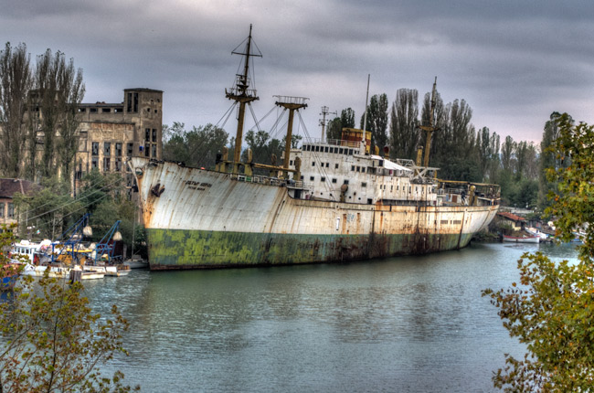 rotting-ship-varna1