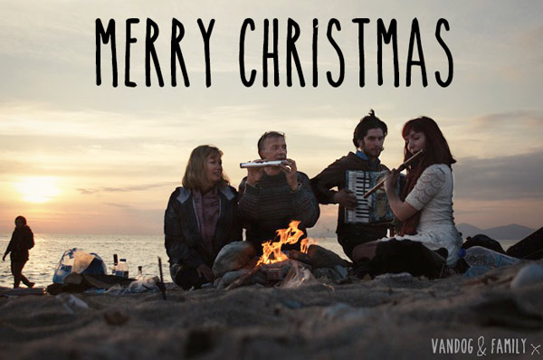 christmas-on-the-beach-family-in-athens