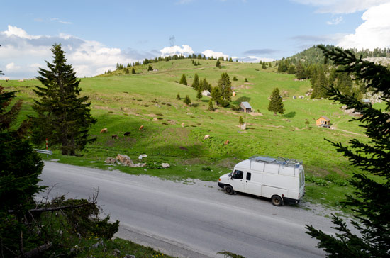 driving-through-montenegro-in-campervan-border