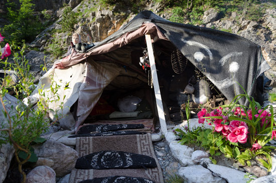 kosovo-river-squat-master-bedroom