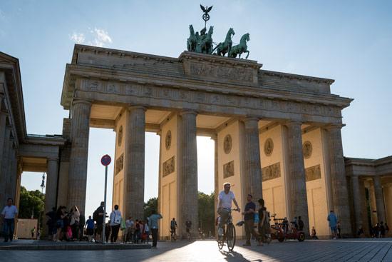 exploring-berlin-brandenburg-gate