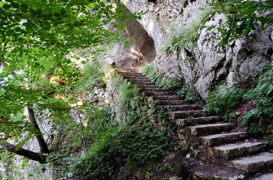 plitvicka-croatia-stone-steps