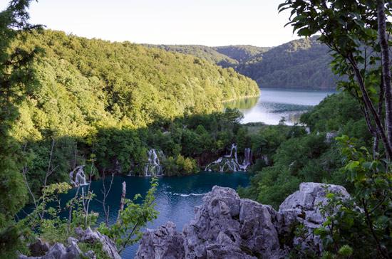 plitvicka-croatia-walk-lake