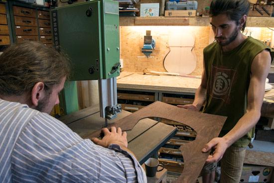 leipzig-luthier-cutting-wood