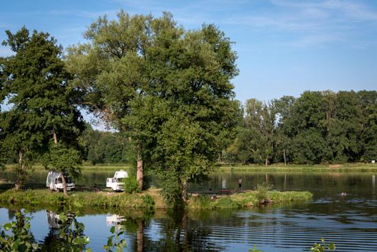 vanlife-czech-republic-camping-island