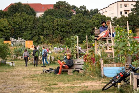 Tempelhof-airport-park-berlin-communal-garden