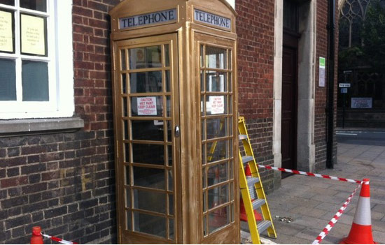 hull-city-of-culture-2017-gold-phone-box