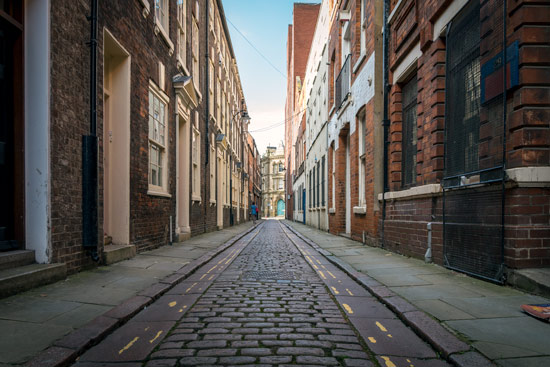 hull-city-of-culture-2017-old-town-street