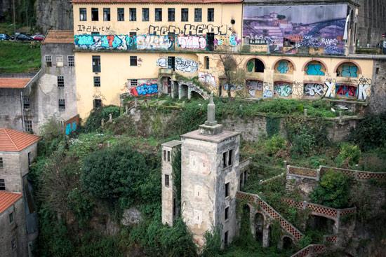 Porto-portugal-by-van-deralict