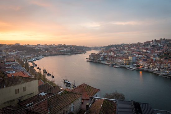Porto-portugal-by-van-sunset-douro-river