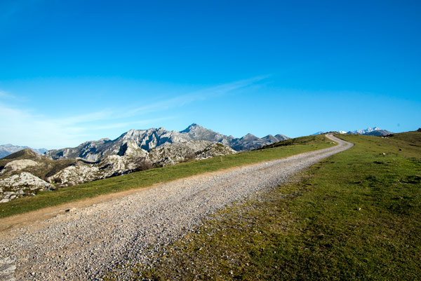 picos-de-europa-glacial-lakes-covadonga-18