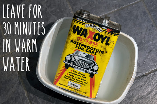 waxoyling-campervan-warm-waxoyl-up