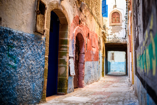 morocco-essaouira-campervan-colourful-street