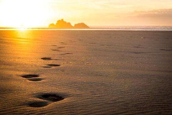 morocco-essaouira-campervan-footsteps-in-sand