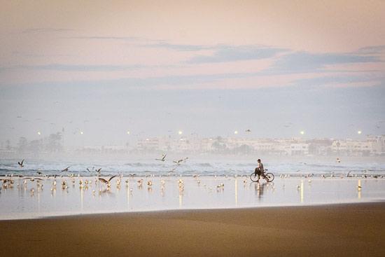 morocco-essaouira-campervan-mist-sea-beach