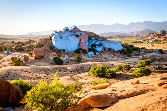 blue-rocks-tafraoute-morocco-by-campervan-10