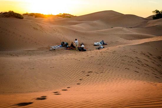 morocco-by-campervan-sahara-desert-morning-camp