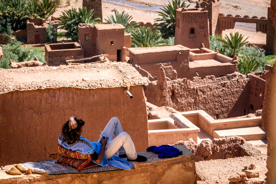 reasons-to-come-to-morocco-campervan-ait-benhaddou-relax