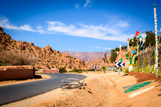 reasons-to-come-to-morocco-campervan-tafraoute-road