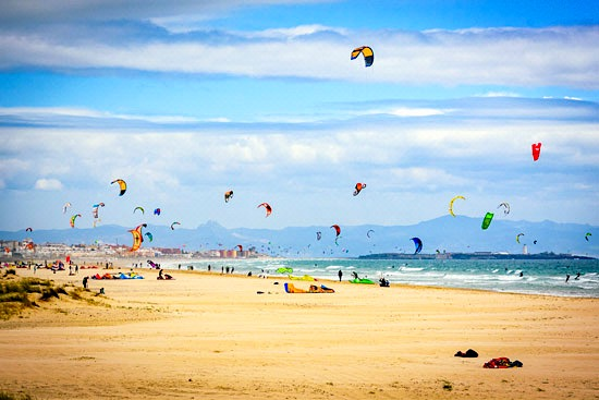 vanlife-in-tarifa–spain–campervan–kite-surfing-beach