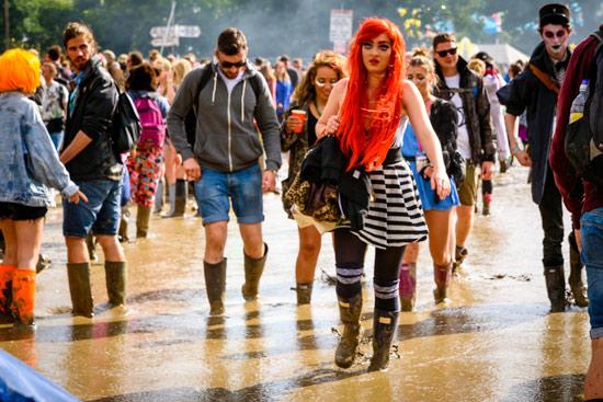glastonbury-festival-2016-by-campervan-red-hair-girl-mud